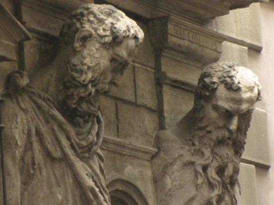Casa degli Omenoni : particolare di un volto