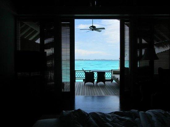 Shangri-La's Villingili Resort and Spa Maldives : Вид и выход к морю из спальни