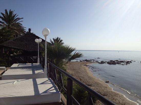 El Oceano Beach Hotel: the terrace overlooking the med
