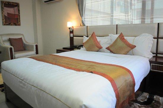 Tiffany Diamond Hotel: Room
