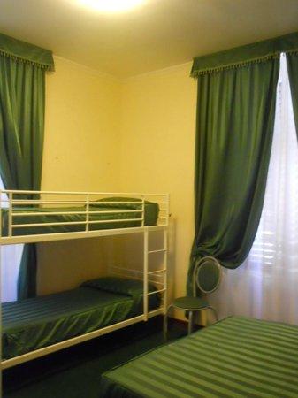 New Morpheus Rooms: QUADRUPLE ROOM bunk beds