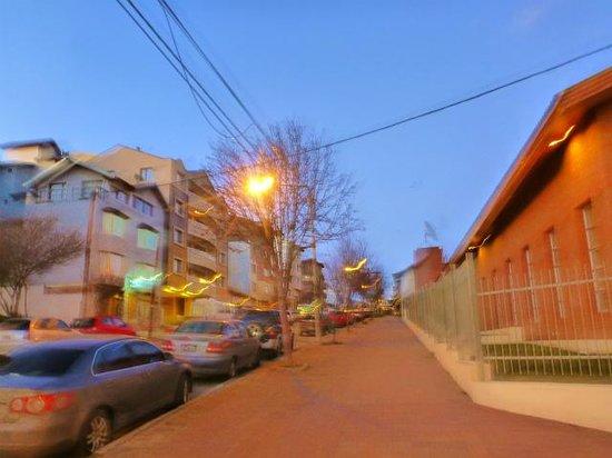 Ivalu: 宿の道路