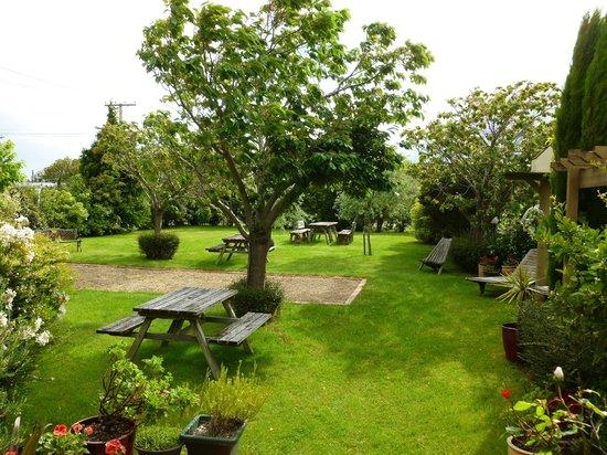 Pinot Villas: Gardens