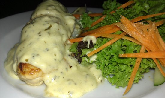 Kikau Hut Restaurant: Chicken with creamy tarragon sauce