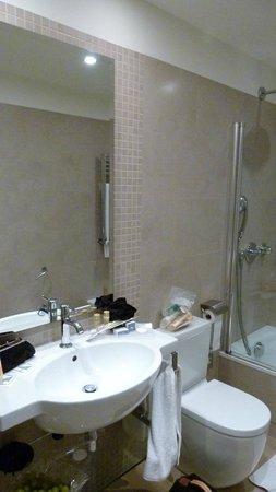 Eurostars Patios De Cordoba: la salle de bain