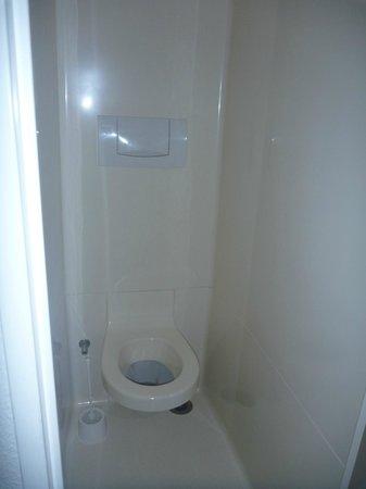 ibis budget Paris Porte de Montmartre: toilet