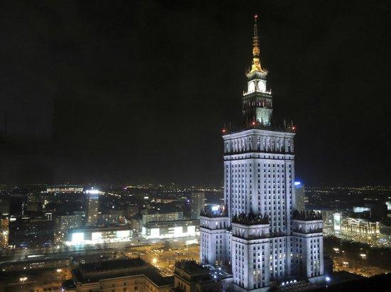 InterContinental Warszawa: panorama notturno
