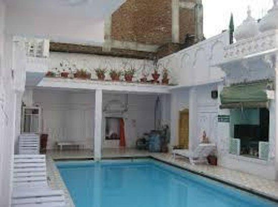Anjani Hotel: Pool Area