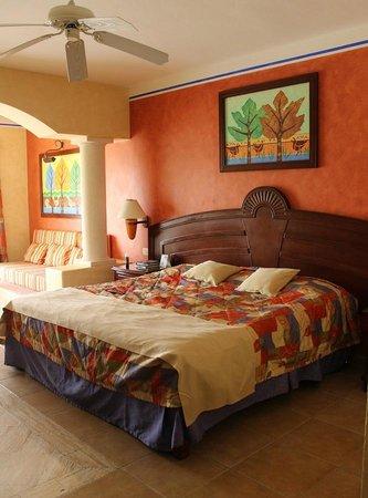 Chambre avec lit king size - Picture of Grand Bahia Principe Coba ...