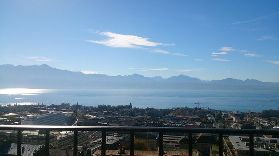 Lausanne Palace & Spa : The view from the sixth-floor balcony over Lake Geneva