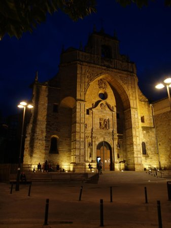 Bilbao Apartamentos Atxuri: Altstadt Kirche