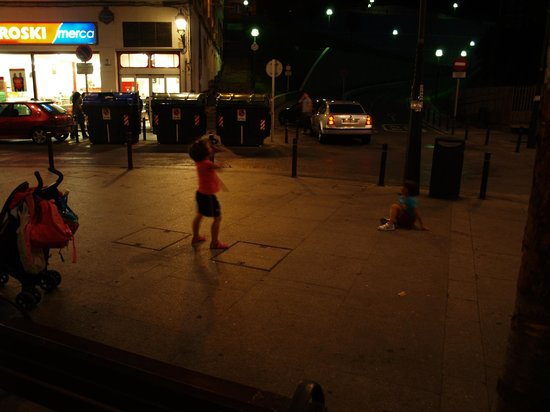 Bilbao Apartamentos Atxuri : Spielende Kinder