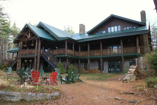 Trout Point Lodge of Nova Scotia: Lodge during October