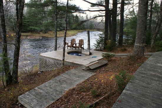Trout Point Lodge of Nova Scotia: Hot tub looks great, although takes a long time to heat up on cold days