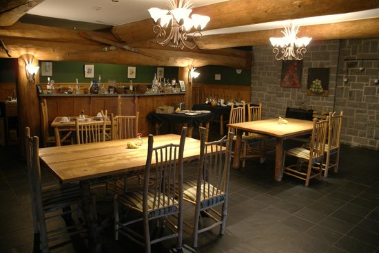 Trout Point Lodge of Nova Scotia: Quaint breakfast area