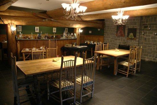 Trout Point Lodge of Nova Scotia : Quaint breakfast area