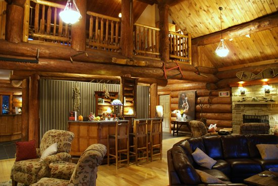 Trout Point Lodge of Nova Scotia: Lodge's great room; quiet with only 3 couples at the resort...