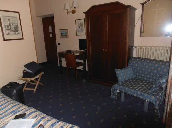 Hotel Enza: Habitación