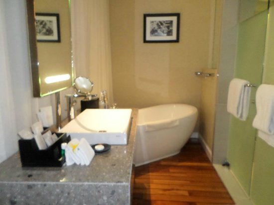 The Kuta Beach Heritage Hotel Bali - Managed by Accor : Bathroom