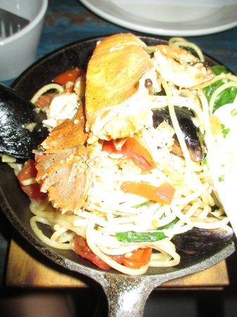 Bistro C : seafood spaghetti for one, yum yum YUM!