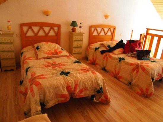 La Combe Fleurie : Deux petits lits en mezzanine