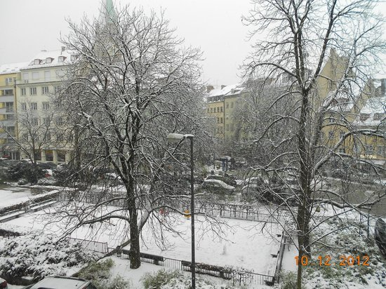Motel One Muenchen-Sendl. Tor: A snowy day in Munich...When we arrived there was no snow