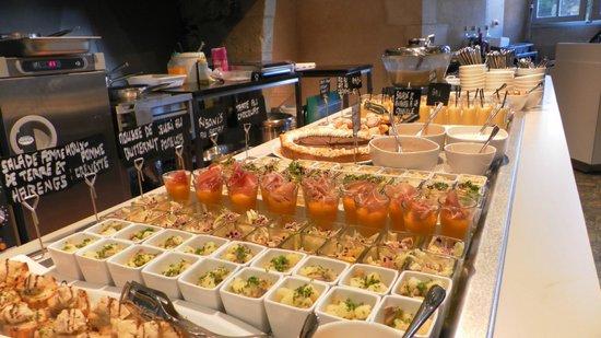 Monument Cafe Chateau d'Angers - Crêperie du Cerf : Buffet d'entrées et de desserts