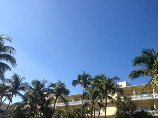 Days Hotel - Thunderbird Beach Resort: Pool