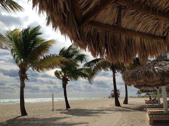 Days Hotel - Thunderbird Beach Resort: Strand