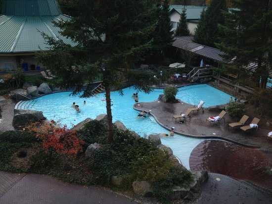 Harrison Hot Springs Resort & Spa: The view from our room in the old section of the hotel