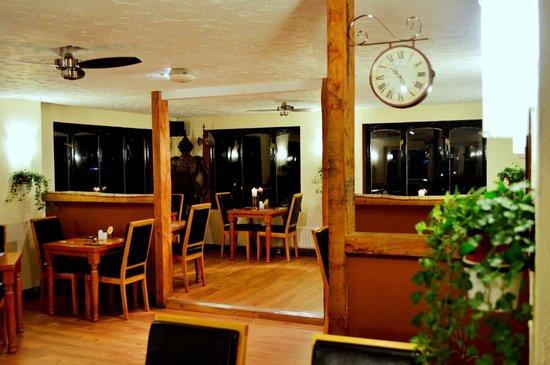 The Wheelbarrow Castle Country Pub & Eating House: Conservatory restaurant