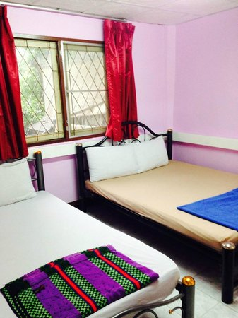Rainbow Khaosan Hostel and Guesthouse: double room