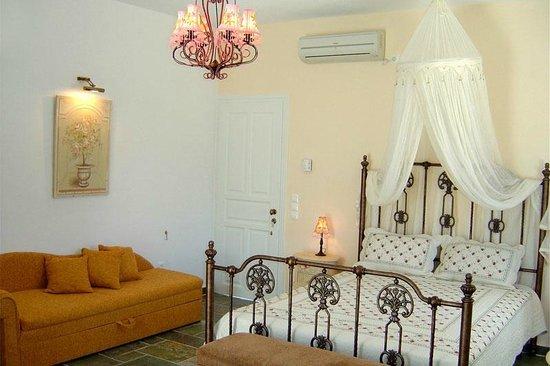 Gerani Sifnos Suites: Artemis suite - Doubl bedroom