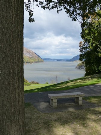 West Point Tours: View of West Point on the Hudson