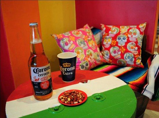 Che Taco Bar y Antojitos Mexicanos: Chelas y mas...
