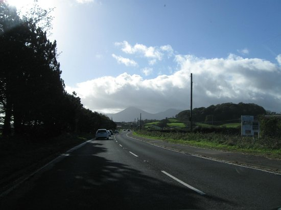 La Mon Hotel & Country Club: Driving towards the Mountains of Mourne