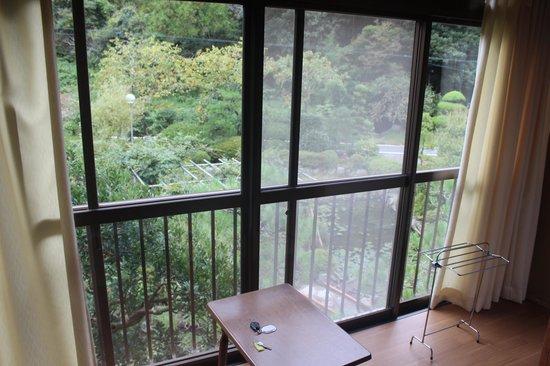 Yusako Onsen Ryokan: window
