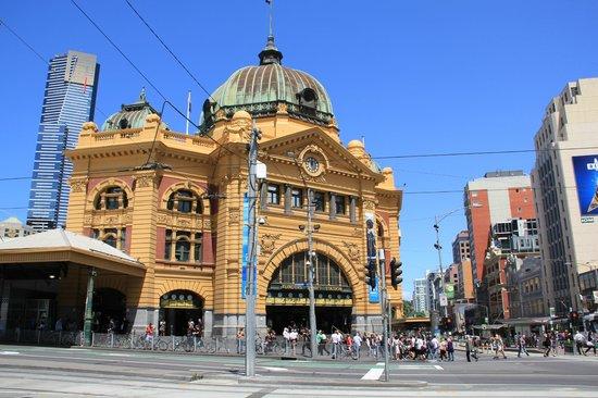 Travelodge Hotel Melbourne Docklands: Melbourn Railway Station