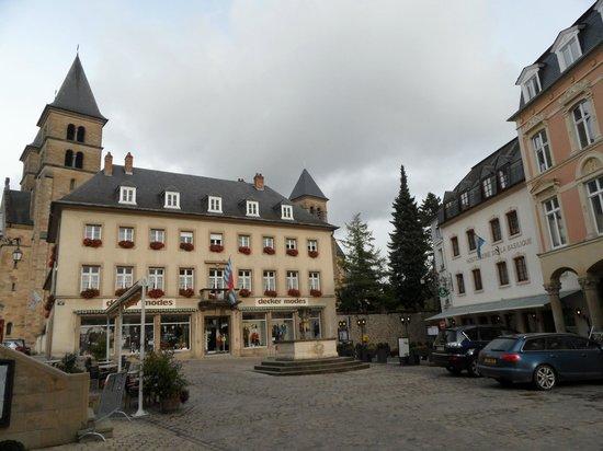 Hostellerie de la Basilique : square
