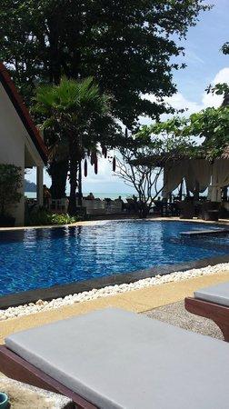Ocean Breeze Resort: Blick vom Pool zum Meer