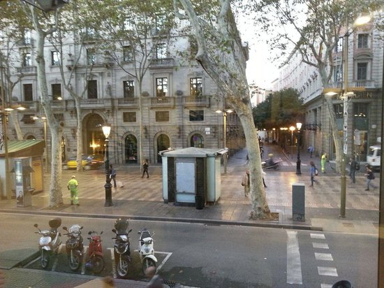 Citadines Ramblas Barcelona : View of Le Meridien and the quiet La Rambla street at 7AM