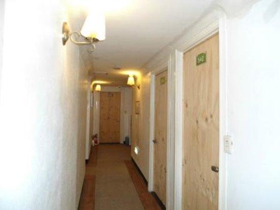2nd Casa: Bright well lit corridors