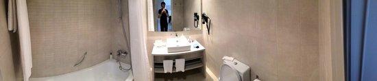 Protur Safari Park Aparthotel : The bathroom.