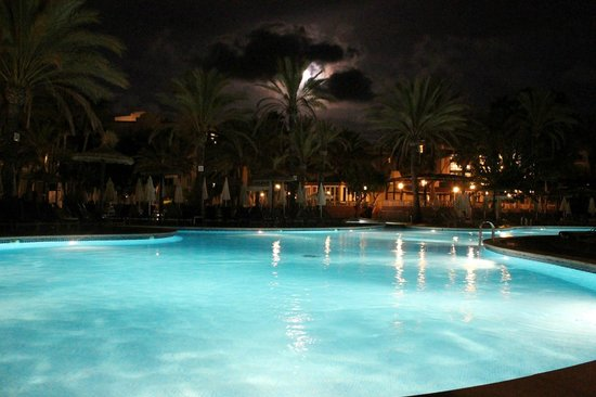 Protur Safari Park Aparthotel : The Pool by night.
