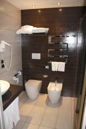 UNA Hotel Modena: bathroom