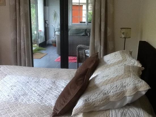 Le Puits Brunet : chambre avec jaccuzi