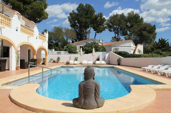 Villa Carpe Diem : Luxe Villa, verdeeld in vier ruime appartementen met groot zwembad.