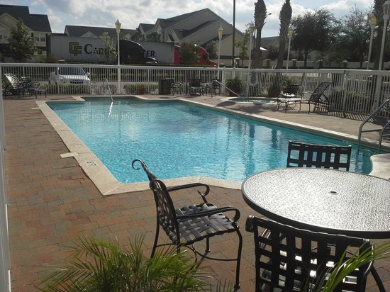 Hampton Inn Jacksonville East Regency Square: outdoor pool