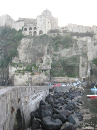 Villa Lieta : Castello Aragonese
