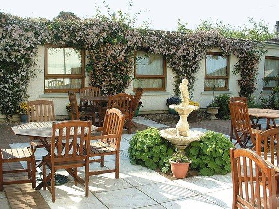 Lovat Lodge Hotel : Courtyard